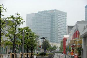 横浜ジャックモールからの本社ビル