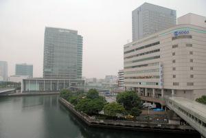 横浜ベイクオーターからの本社ビル