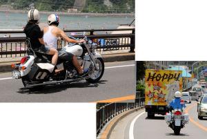 海岸道路を走るオートバイ