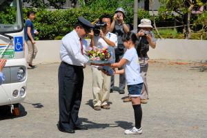 京急さんへ花束の贈呈