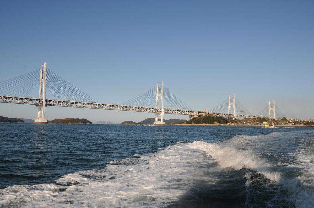 櫃石島と岩黒島に掛かる斜張橋