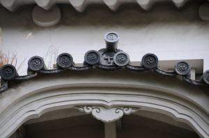 にの門櫓の鬼瓦には十字紋が
