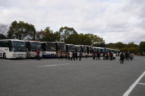 平日でもたくさんの観光バス