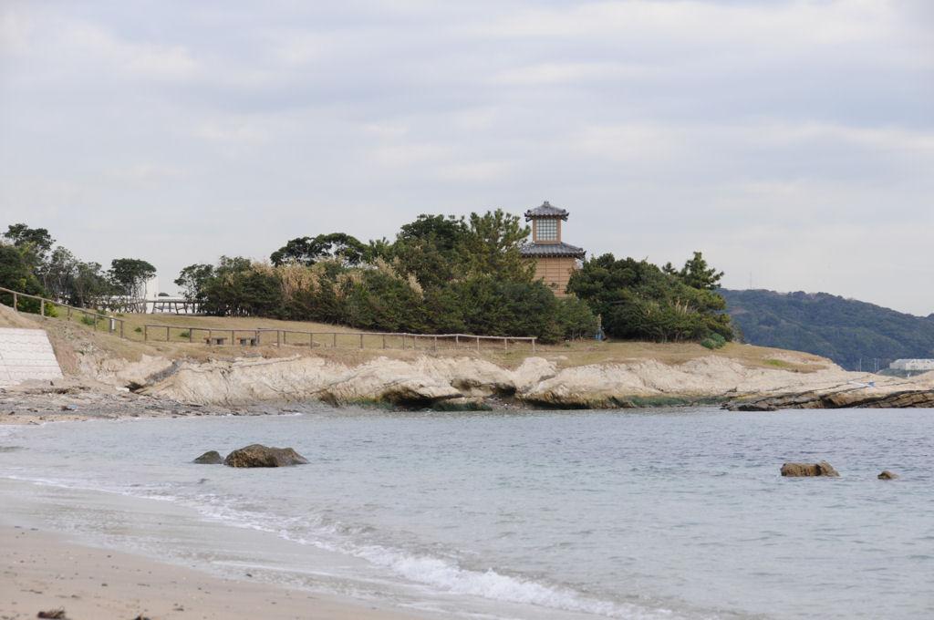 海岸からの燈明堂