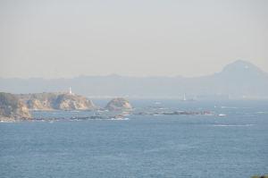 東に劔崎灯台