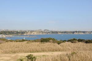 宮川湾の向こうには風車が回っています