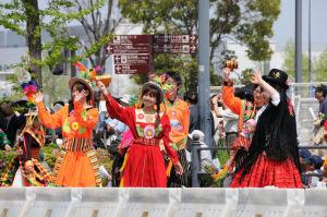 アンデス村祭り隊、カラフルな衣装