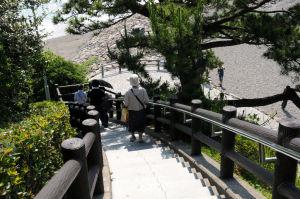 桂浜へ下りる石段