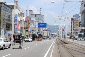 高知駅へ向かう通り