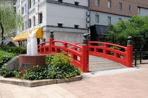 赤い欄干の「はりまや橋」