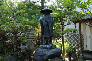 境内にある弘法大師像