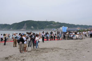 海開き式典、テレビ各社のカメラ