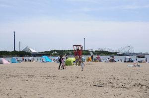 夏空の海の公園