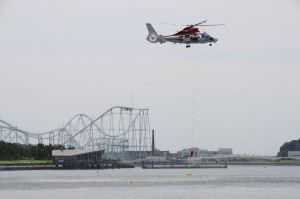 横浜消防ヘリ「はまちどり2」による海難救助訓練