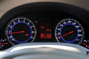 外気温度は37℃を表示