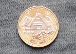 岐阜県、白川郷とれんげ草
