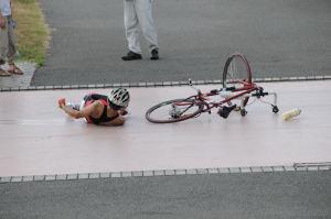 転倒する選手