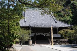 大きな屋根の「祖師堂」
