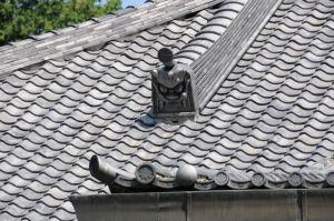 屋根には鬼がわら