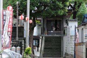 信楽寺に到着、山門前
