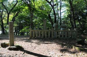 桜馬場と浅井家及び家臣の慰霊塔