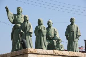 浅井長政家族の像