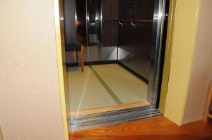 エレベーター内も畳が