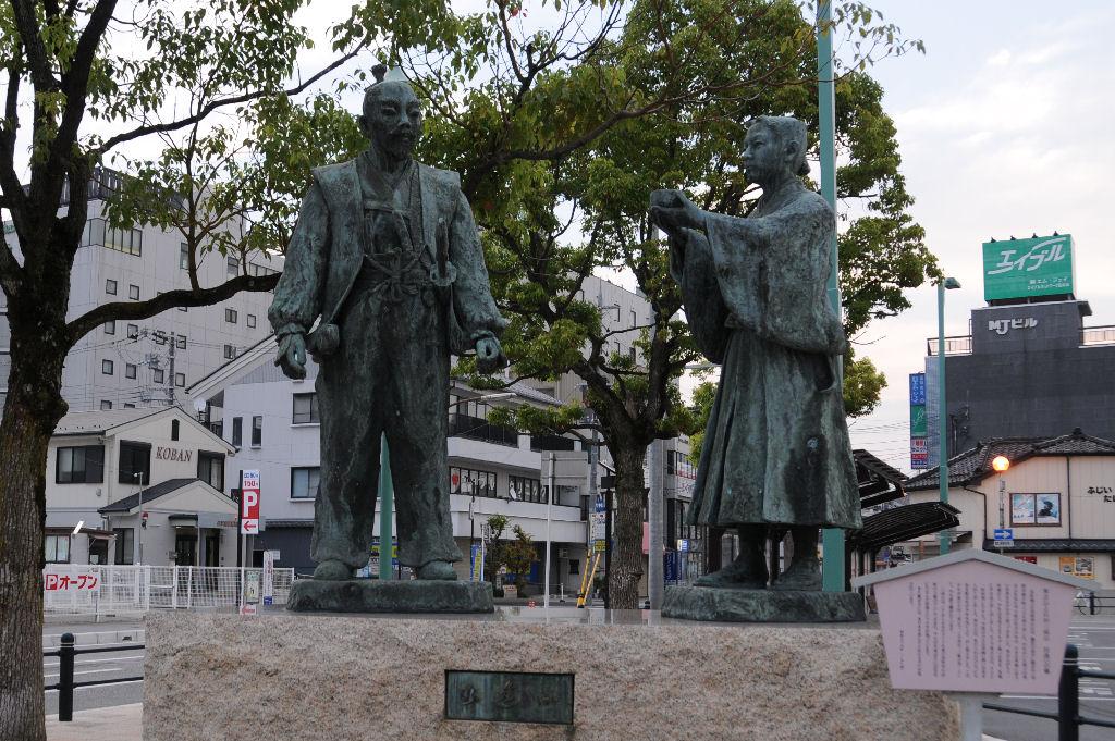 長浜駅前、秀吉と石田三成の「出会いの像」