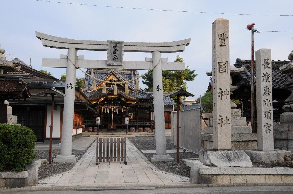 駅の北にある「豊国神社」