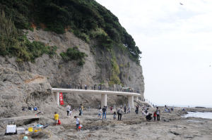 遊歩道の先に「江の島岩屋の洞窟」があります