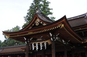 拝殿の見事な屋根
