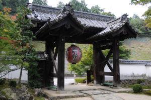 提灯の寺側には「金剛輪寺」とあります