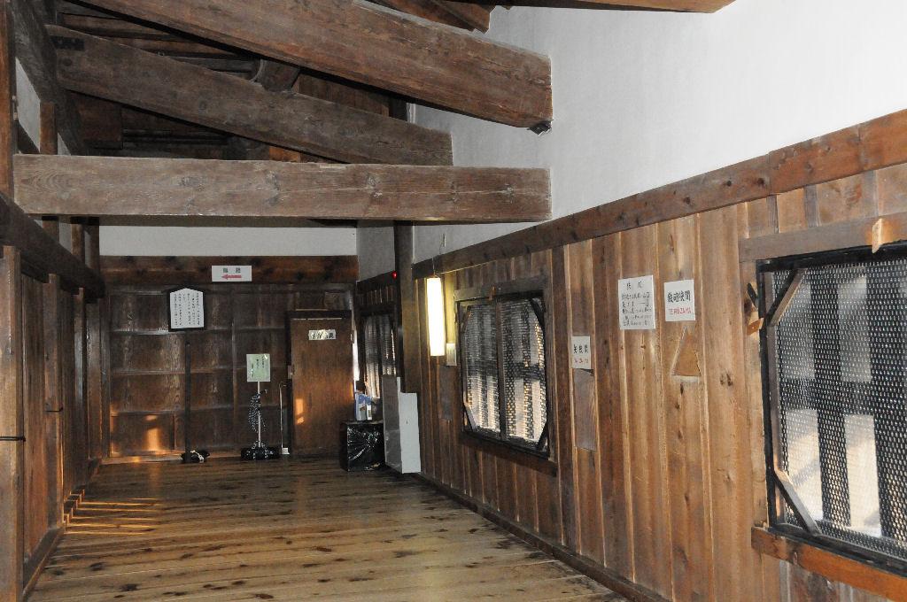 彦根城の内部、鉄砲狭間や矢狭間など