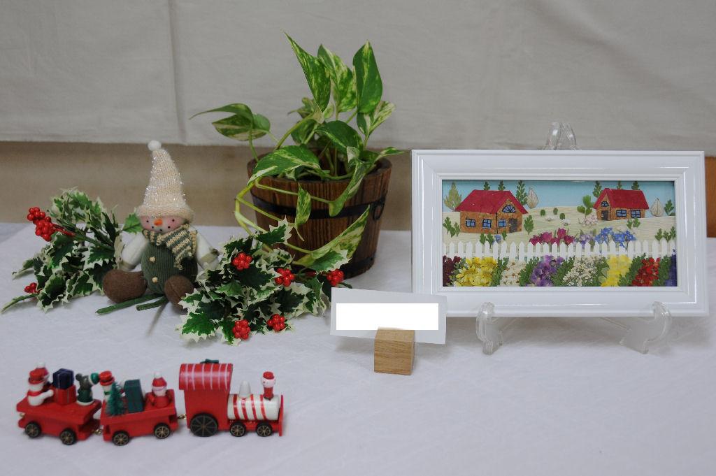 「押し花」もかわいい作品が展示されています
