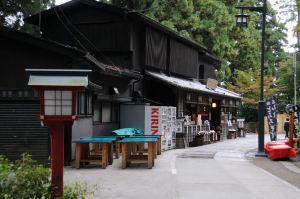 山門前の茶店「もみじや」