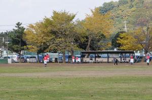 少年野球の奥が駐車場