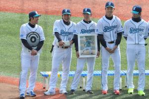 田中健二朗投手の写真の持ちかた