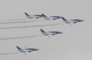 防大開校祭・ブルーインパルス飛行