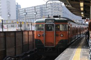 4両編成で横浜―熱海間を往復