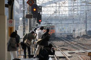 鉄道ファンと去っていく湘南電車