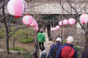 「小松ヶ池公園」へ降りる階段