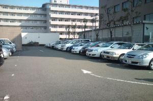 20台ほどある駐車場