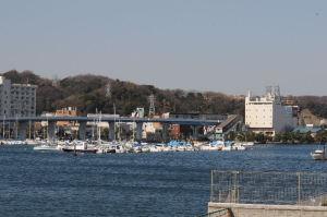 平潟湾からの『金沢八景』駅舎