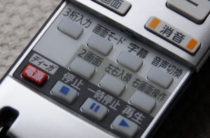 リモコンの「字幕放送」ボタン