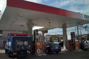 ガソリンスタンドに2人組強盗