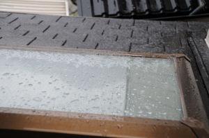 トップライトや屋根にもシャーベット状の雪
