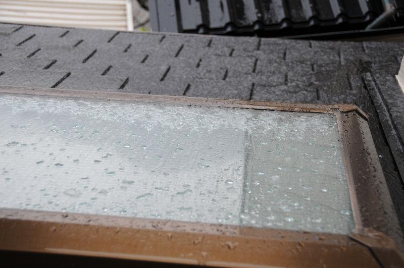 トップライトや屋根にはシャーベット状の雪