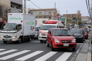 渋滞で緊急車両も走れません