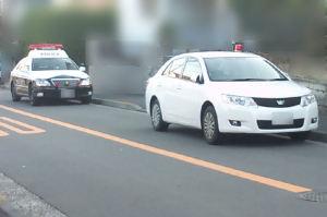 住宅街に警察車両