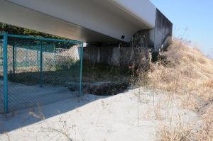 橋げた部分、段差が見えます